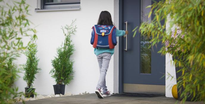 Díky Danalock aplikaci budete vědět, že se děti vrátily ze školy domů