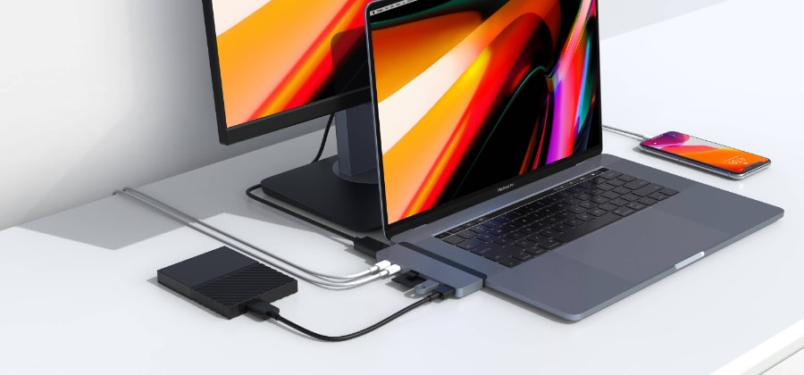 rozbočovač na MacBooku